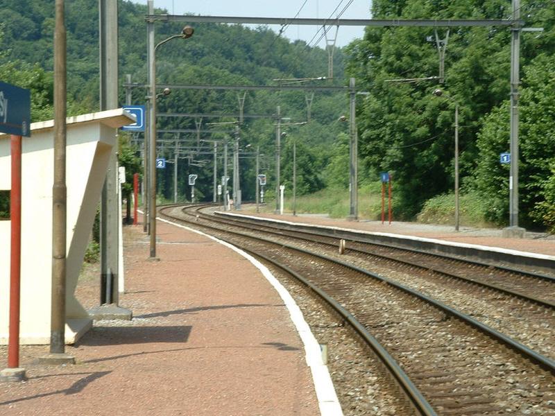 tukhut  naar sy per trein